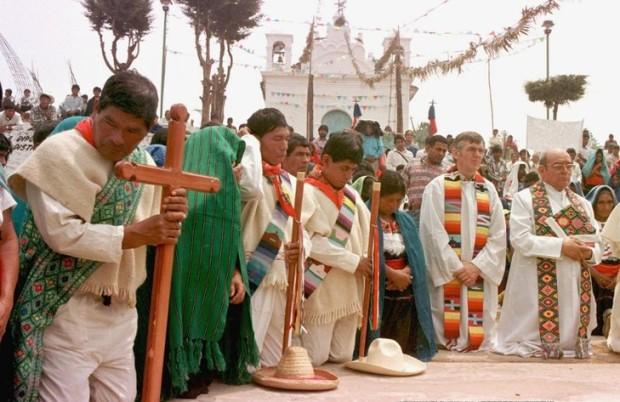 Ordination-diacres-Mgr-Samuel-Ruiz-D-Chanal-Chiapas-Mexique-12-Mai-1998-L-eglise-Chanal-restee-fermee-pres-4-raison-dissenssions-politiques-religieuses-entre-habitants_0_730_473